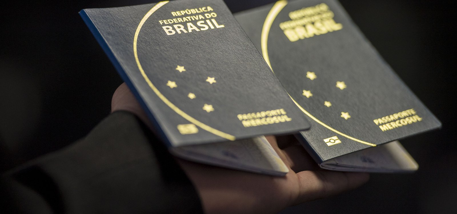 [EUA vão dificultar vistos para mulheres grávidas, para barrar 'turismo de nascimento']