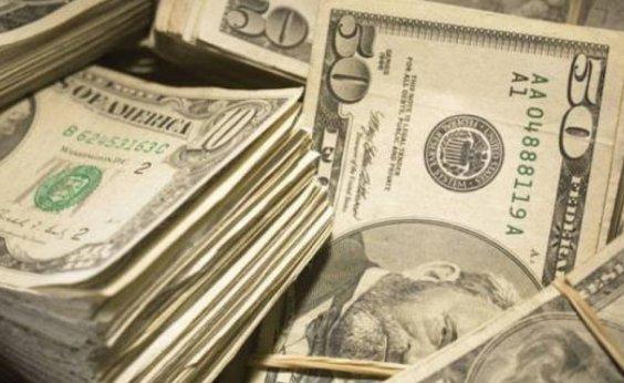 [Dólar fecha em queda com exterior favorável e atenção a política monetária]