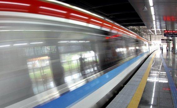 [Mulher cai em linha do metrô na Estação Rodoviária]