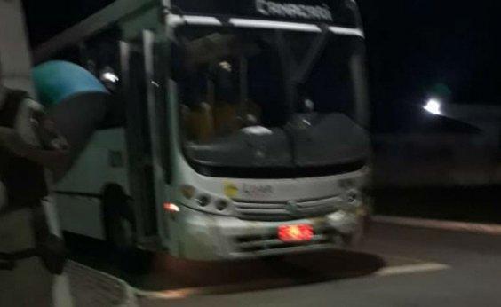 [Uma pessoa morre e outras 11 ficam feridas após ônibus ser atingido por tiros na RMS ]