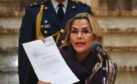 [Após negar candidatura, presidente interina da Bolívia anuncia que vai disputar eleição]