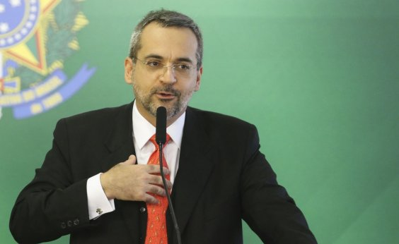 [Ministro faz análise de prova do Enem de candidata após pedido do pai no Twitter]