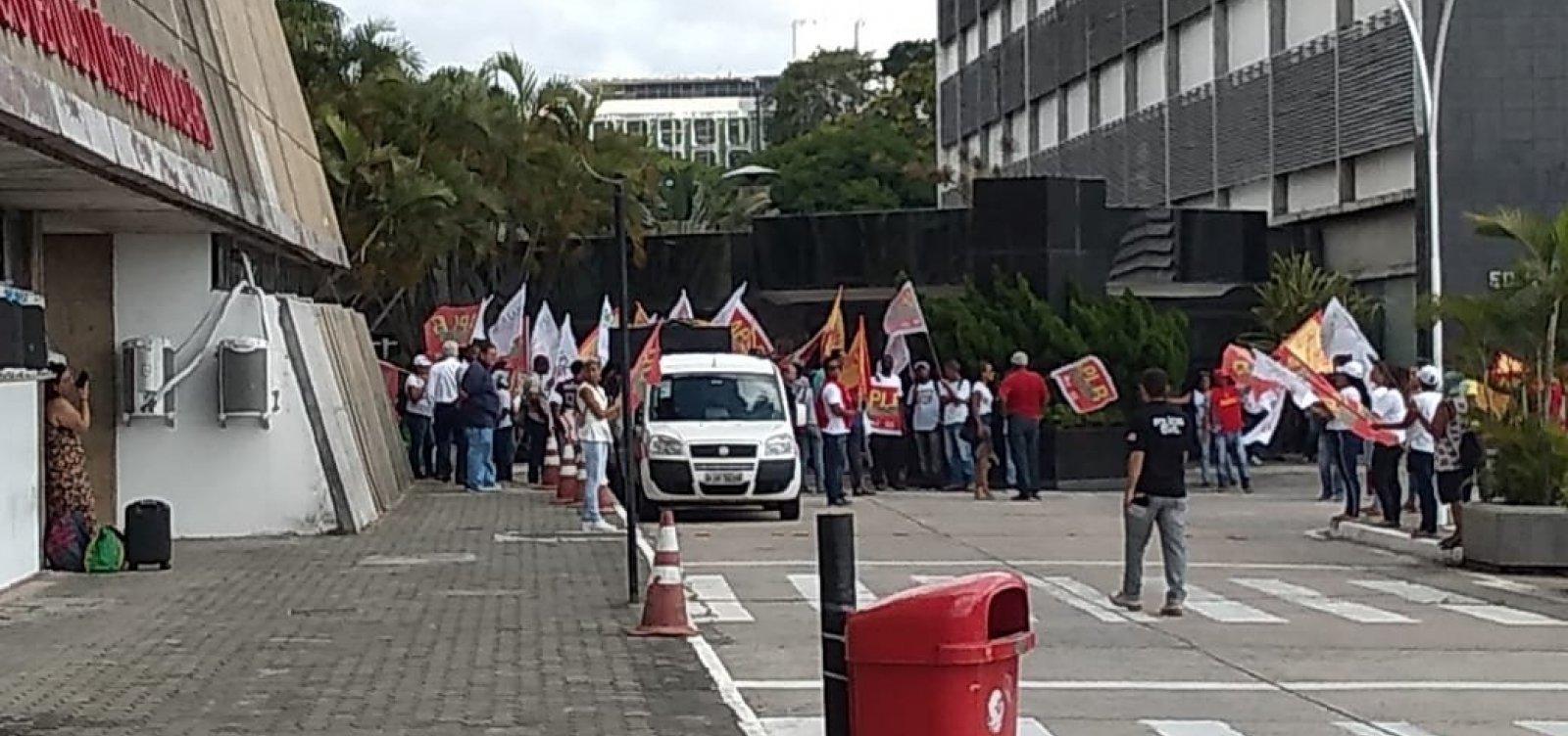 [Servidores estaduais fazem protesto para tentar barrar PEC da Previdência]