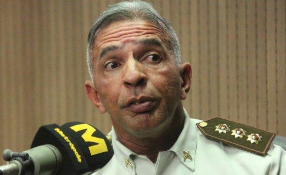 [Após 30 anos, Coronel Sturaro pede desculpas a Luiz Caldas por conflito entre folião e PM no Camaleão]