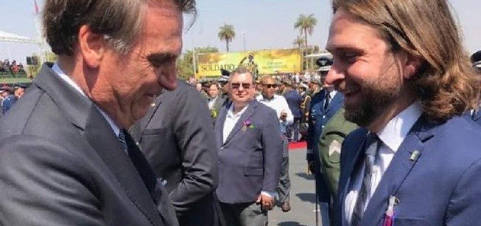 [Bolsonaro demite auxiliar de Onyx que fez 'voo particular' em jato da FAB]