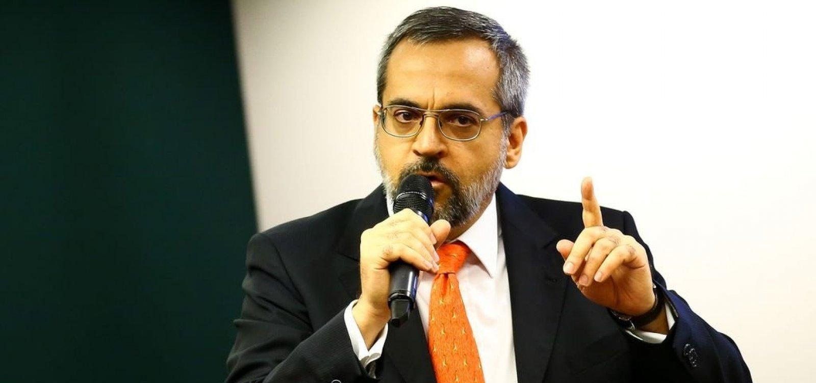 [Ministro da Educação diz que ataques de Maia tentam desgastar governo]