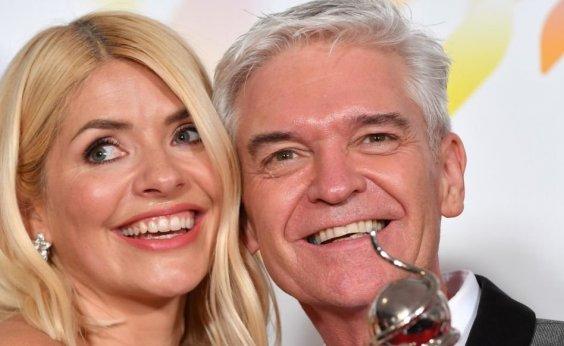 [Após 27 anos de casado, apresentador de TV revela: 'Cheguei à conclusão de que sou gay']