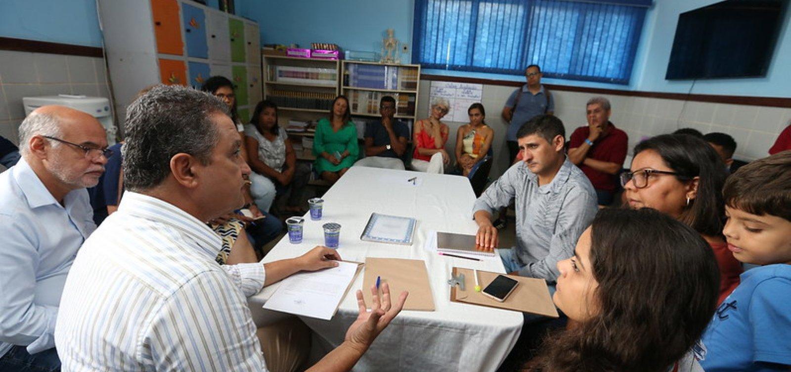 [Rui Costa e o secretário Jerônimo Rodrigues visitam escolas no interior do estado neste sábado]