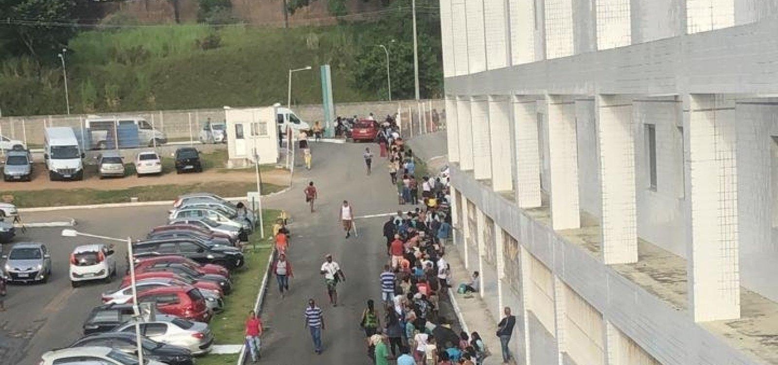 [Pacientes reclamam de fila para marcação de consulta no Hospital Roberto Santos]