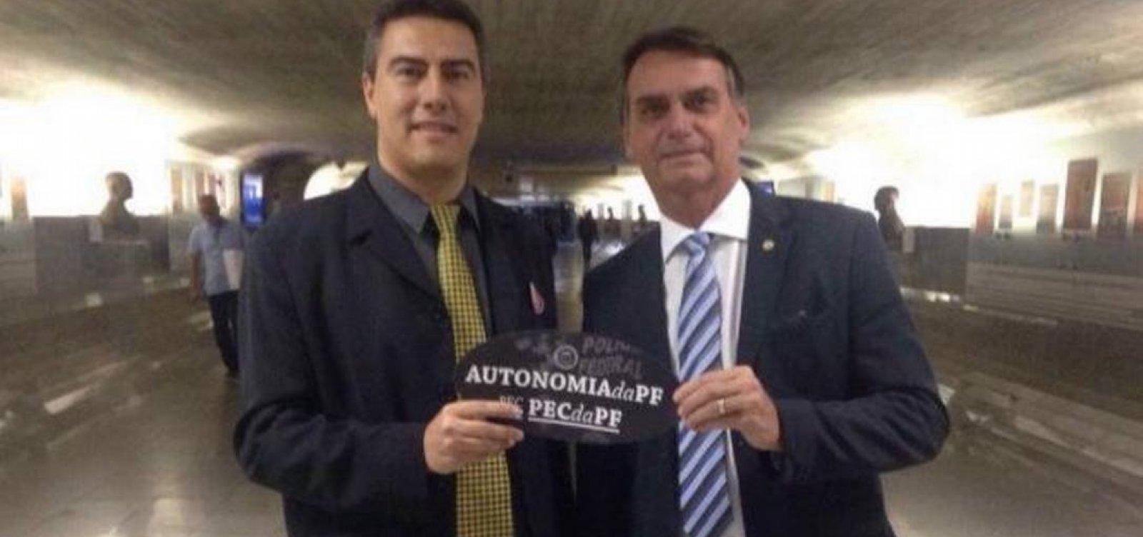 [Delegado que isentou Flávio conhece família Bolsonaro há sete anos]