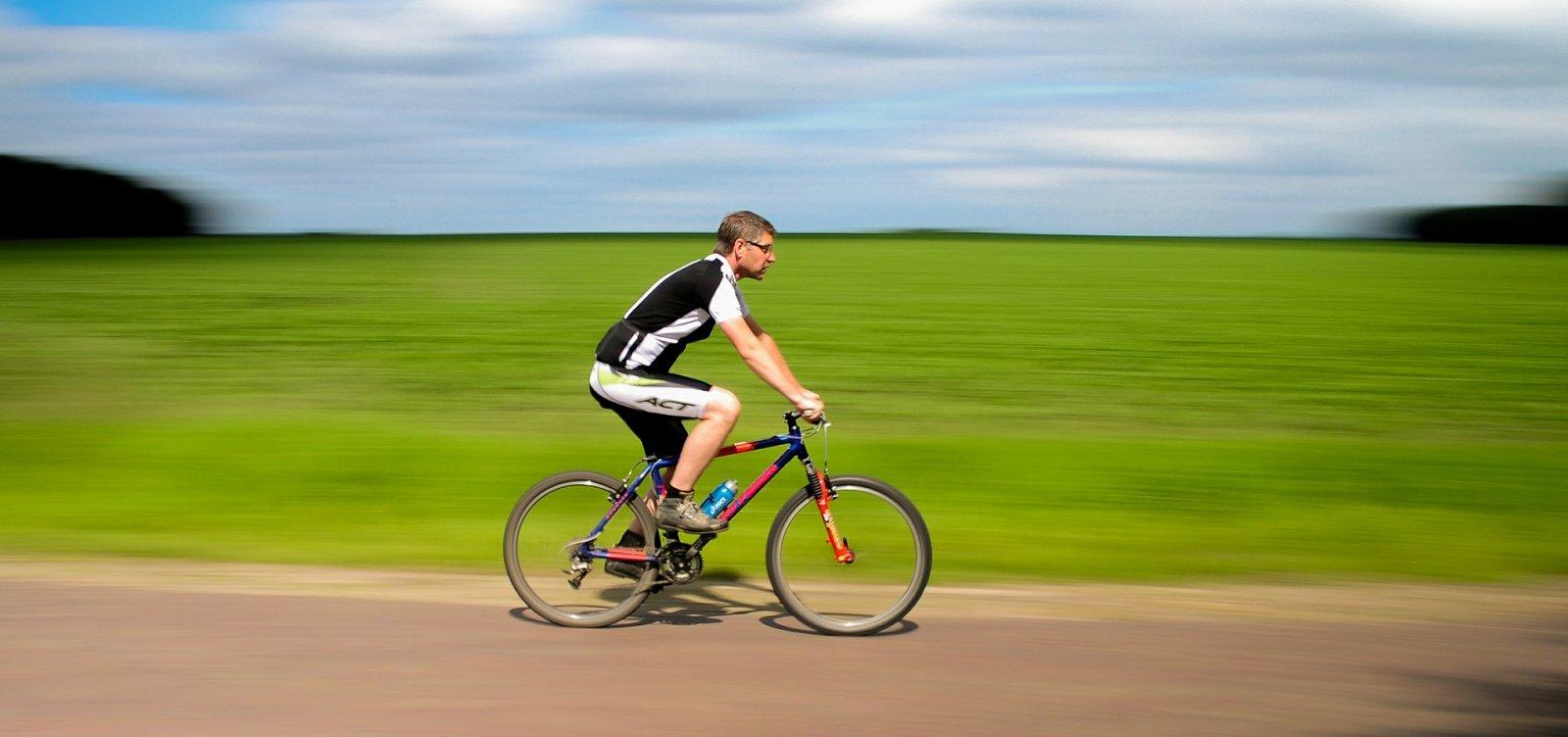 [Ciclismo limita nível de testosterona em atletas transgêneros]