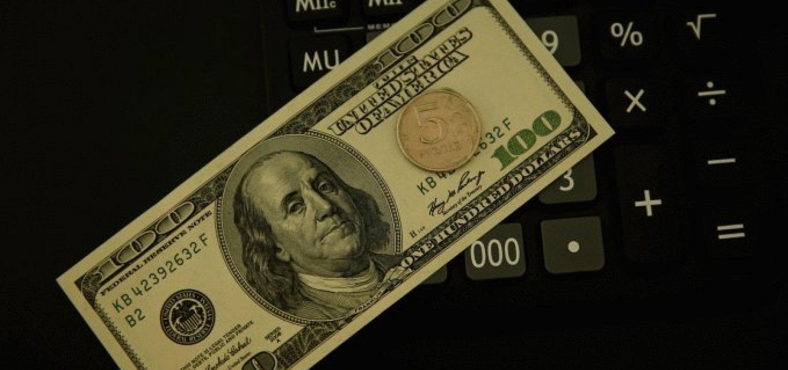 [Dólar fecha em alta e bate 4º recorde consecutivo, a R$ 4,35]