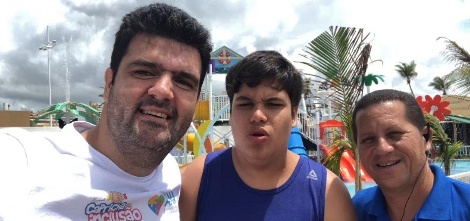 [AMA-BA fecha parceria com parque aquático para acesso gratuito de pessoas com autismo]