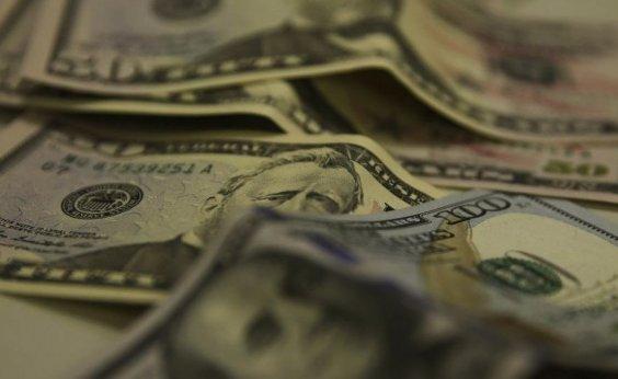 [Dólar fecha em queda com atuação do Banco Central]