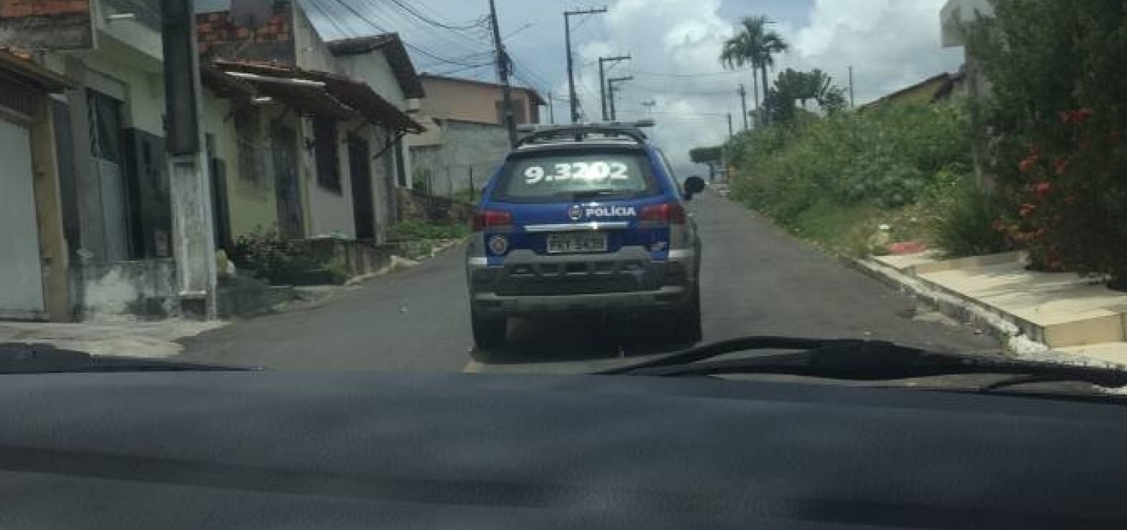 [Polícia detém repórteres da Veja durante investigação sobre morte de miliciano na Bahia]