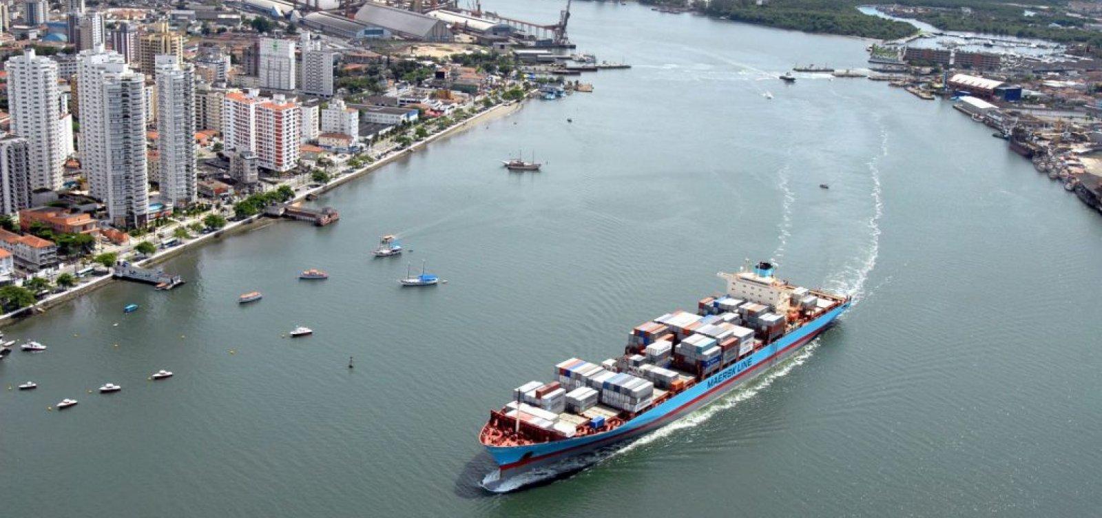 [Caminhoneiros fazem protesto no porto de Santos e afetam transporte de produtos]