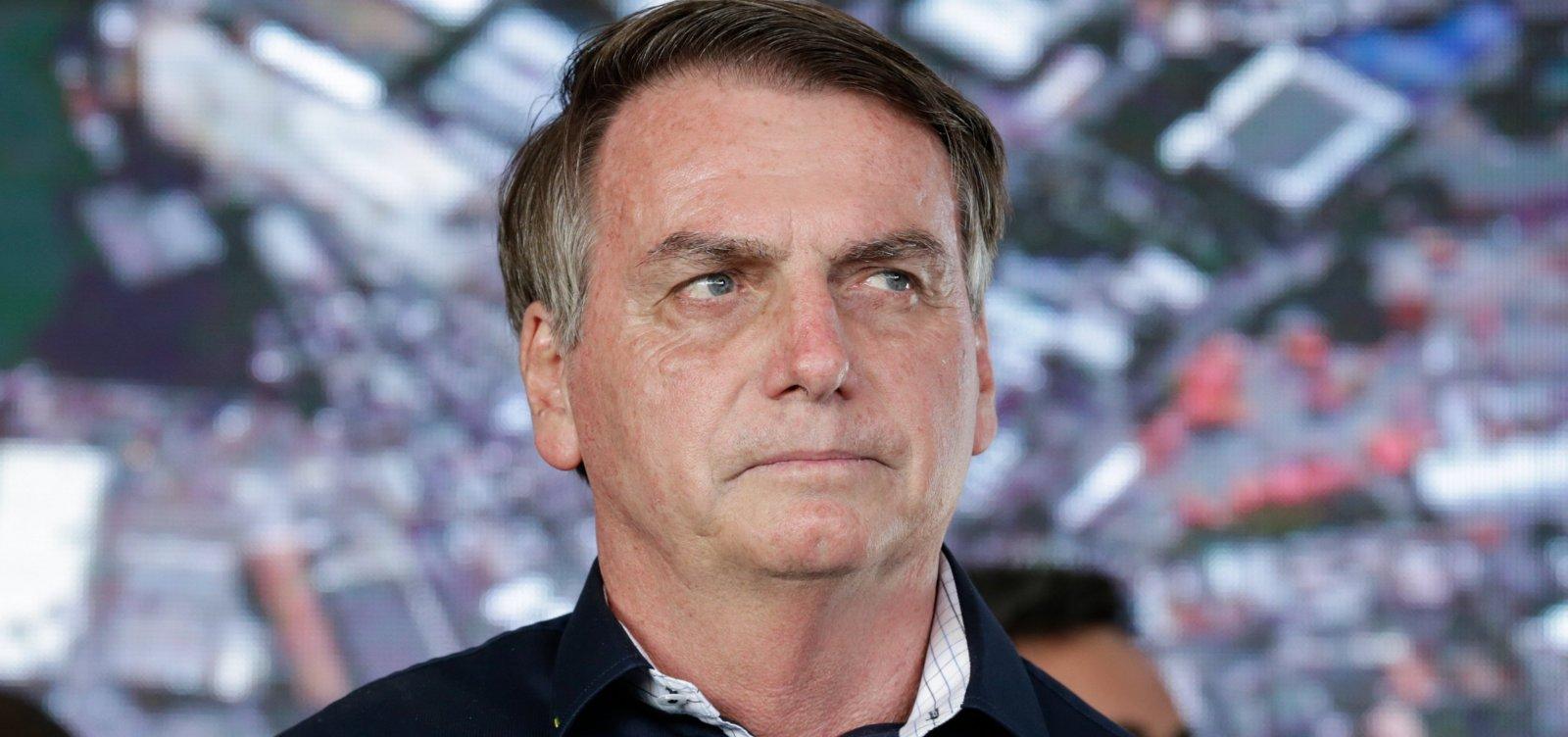 [Bolsonaro insulta repórter e insinua que ela queria 'dar o furo a qualquer preço']