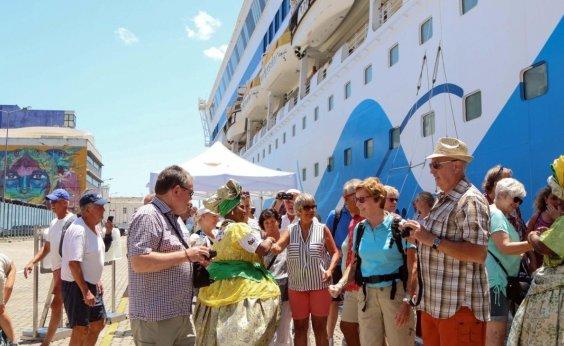 [Carnaval: cerca de 17 mil turistas chegam a Salvador em navios de cruzeiro]