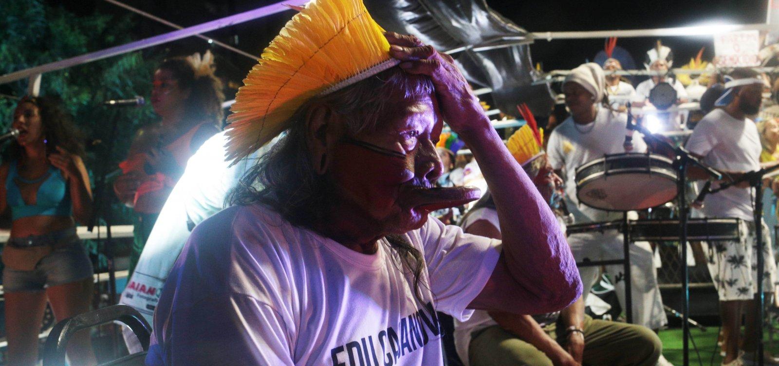 [Cacique Raoni elogia o carnaval baiano: 'celebra a alegria']