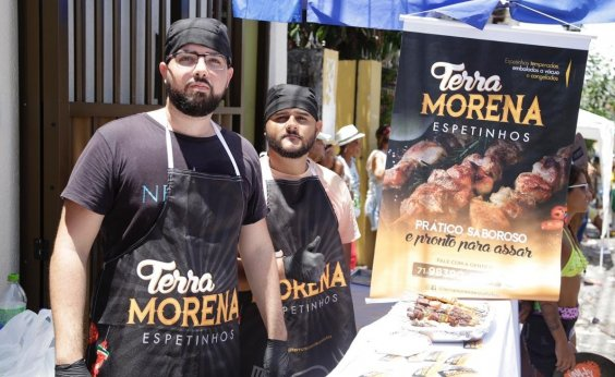 [Jovens comerciantes usam Mudança do Garcia para divulgar negócios]