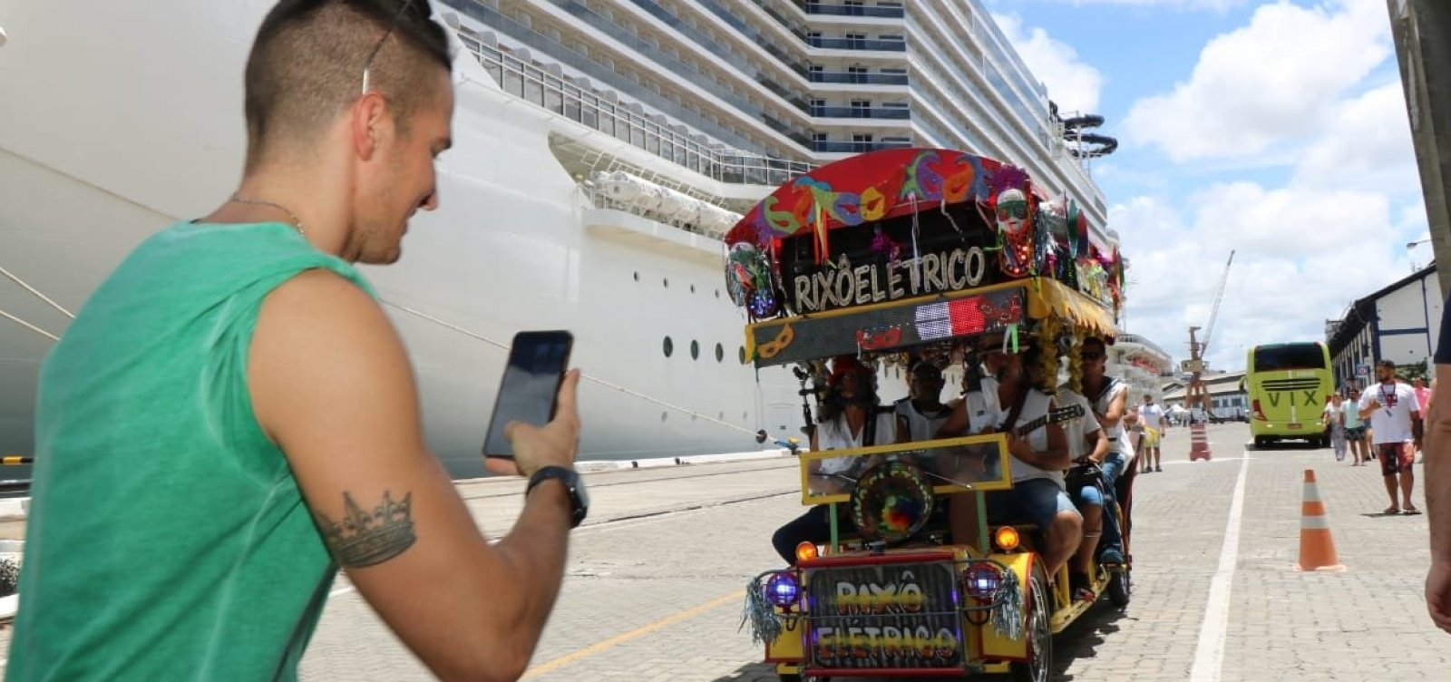 [Carnaval traz 15,6 mil visitantes de navios para conhecer Salvador]
