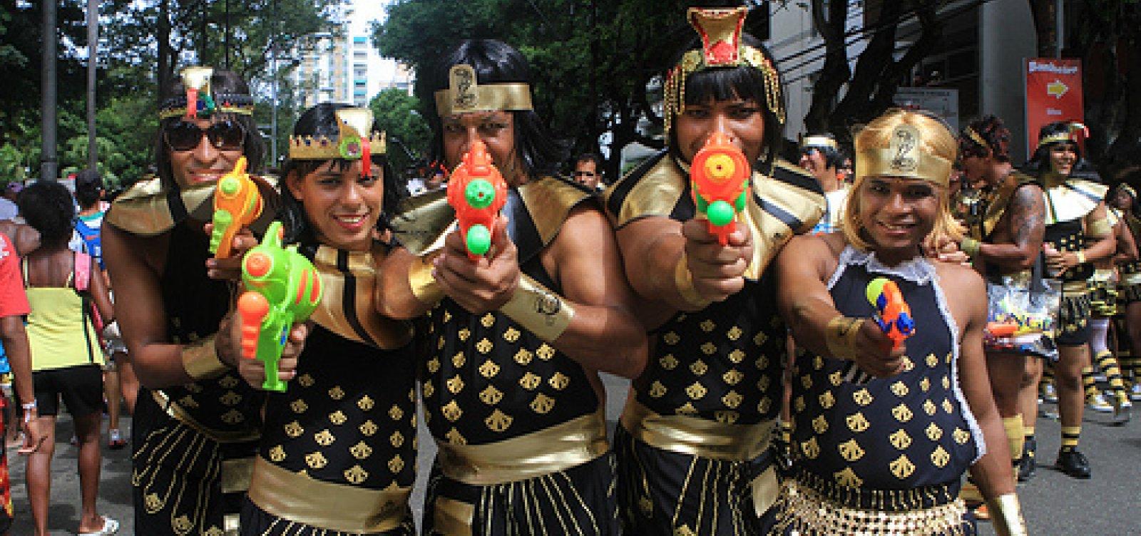 [Após polêmica com 'As Muquiranas', secretária diz que a venda de 'pistola de água' deveria ser proibida]