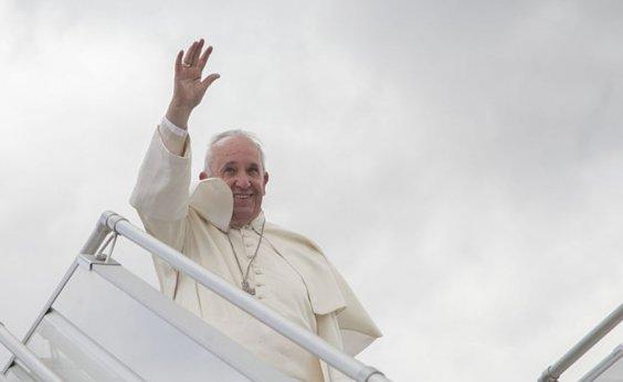 [Papa manda mensagem de solidariedade aos infectados pelo coronavírus]