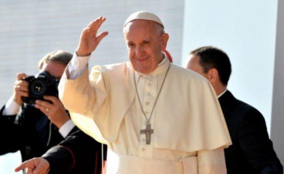 [Papa suspende parte da agenda por causa de um leve resfriado]