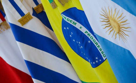 [Bolsonaro promulga acordo que garante visto gratuito para estudantes e docentes do Mercosul ]