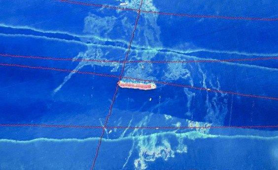 [Ibama encontra óleo ao redor de navio encalhado na costa do Maranhão]