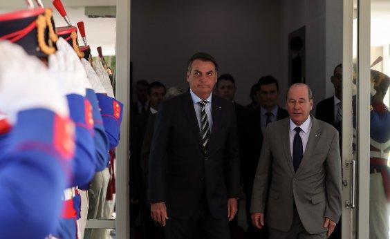 [Pressão de governadores fez Bolsonaro recuar e manter Exército no Ceará]
