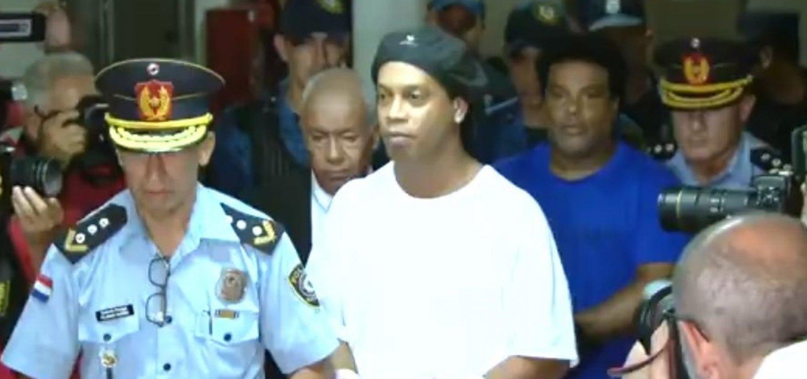 [Prisão de Ronaldinho ganha contornos políticos e causa demissão de assessor paraguaio]