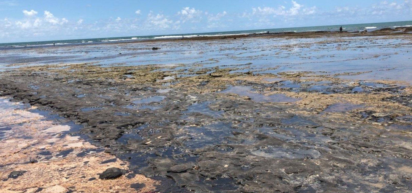 [Óleo coletado por voluntários em Itacimirim volta ao mar após descaso de órgãos responsáveis]