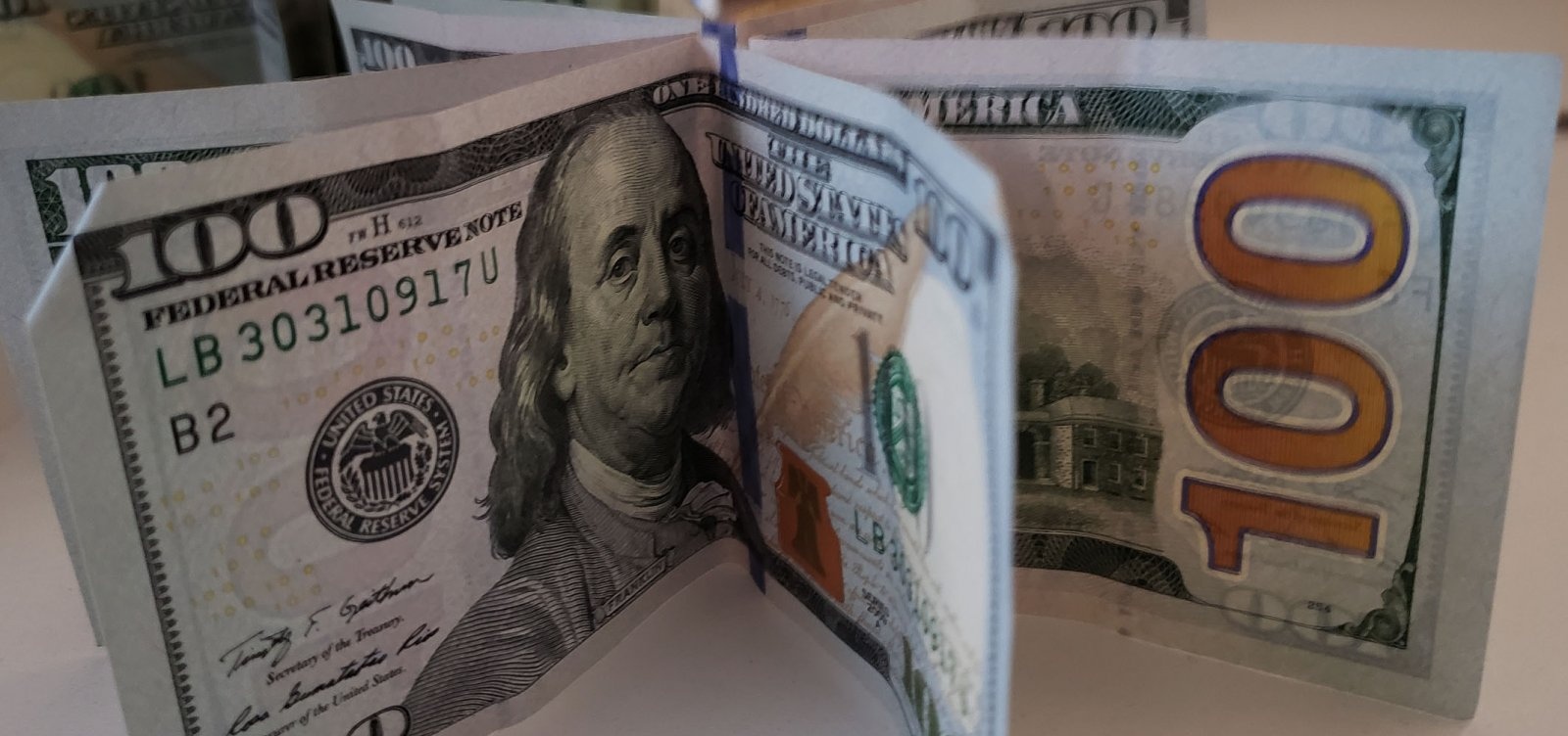 [Dólar abre em forte alta e já supera R$ 5 pela primeira vez na história]