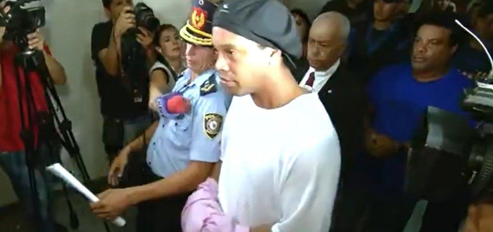 [Justiça paraguaia mantém Ronaldinho Gaúcho e irmão na cadeia]