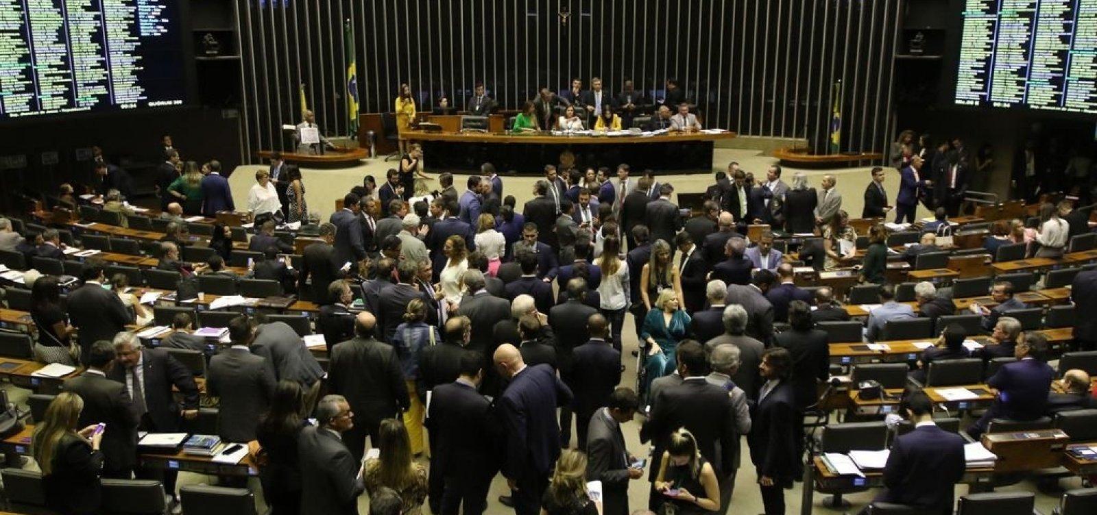 [Congresso discute adiar eleições municipais por causa do coronavírus]