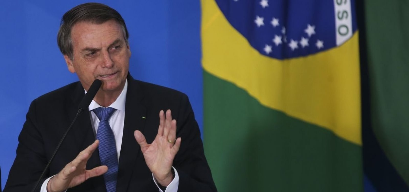 [Bolsonaro edita MP que suspende atendimento de acesso à informação]