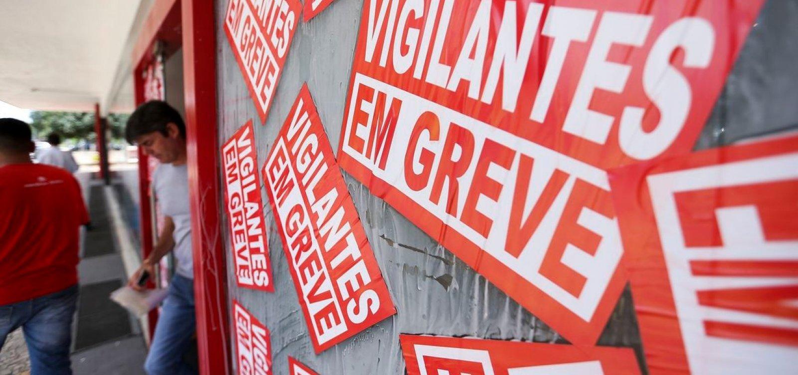[Por causa do coronavírus, vigilantes suspendem greve na Bahia após 14 dias de paralisação]