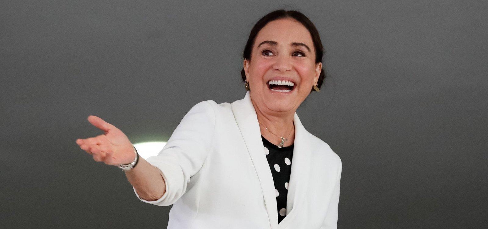 [Regina Duarte se manifesta sobre pronunciamento de Bolsonaro: 'está certíssimo' ]