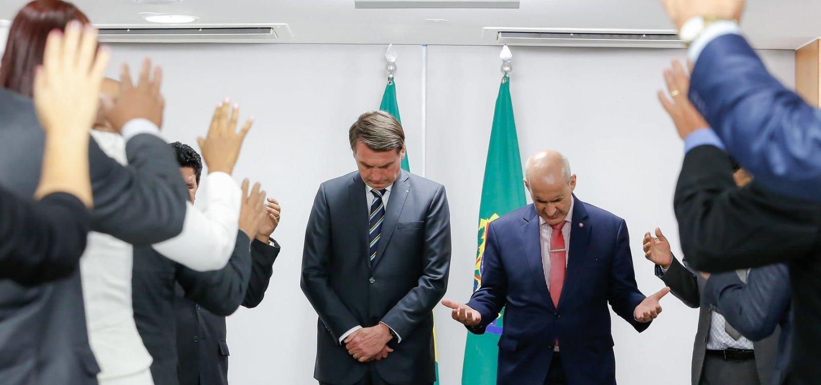 Resultado de imagem para Bolsonaro inclui atividades religiosas em lista de serviços essenciais
