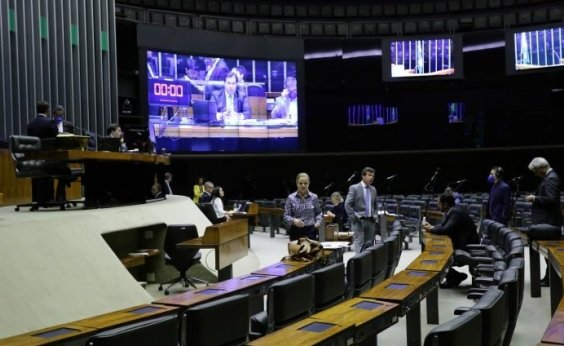 [Câmara aprova projeto que prevê auxílio de R$ 600 por mês a trabalhador informal]