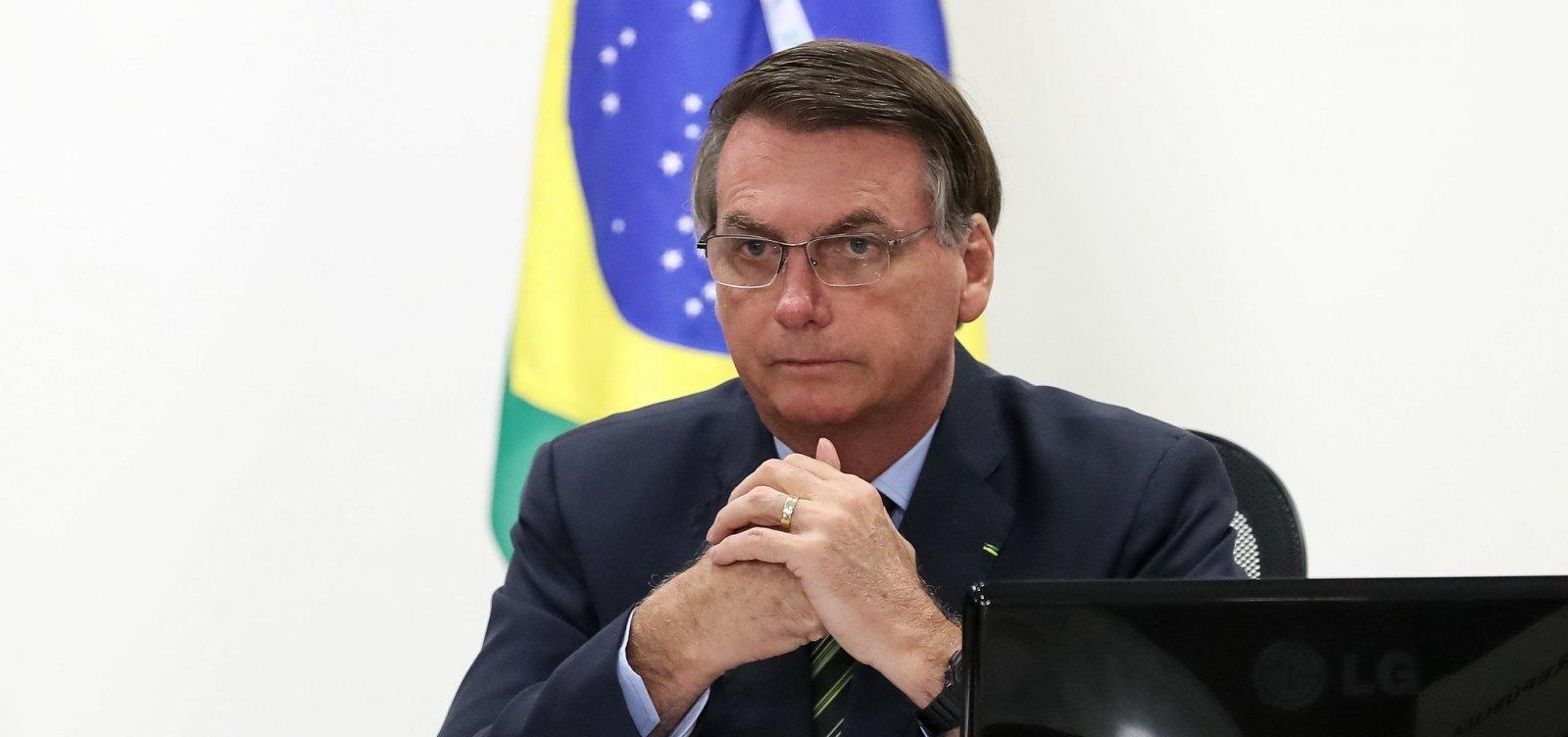 [Brasileiro pula em esgoto e não acontece nada, diz Bolsonaro em alusão a infecção pelo coronavírus]