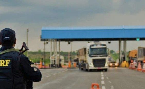 [Equipes orientam caminhoneiros sobre medidas de proteção ao coronavírus em rodovias federais ]