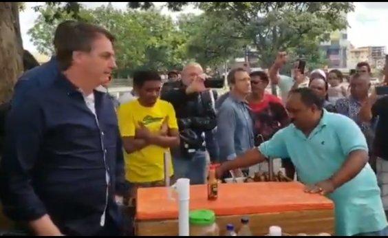 [Em domingo de quarentena, Bolsonaro vai às ruas e cria aglomeração]