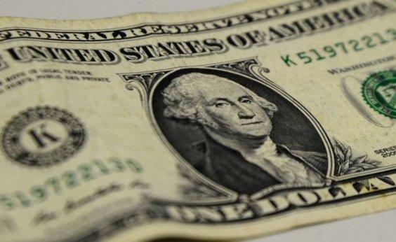 [Dólar fecha em alta após extensão de quarentena nos EUA]