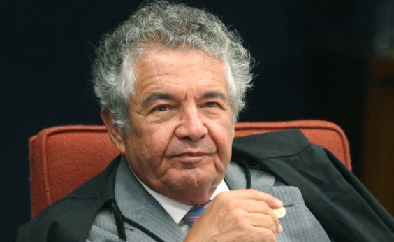 [Ministro do STF encaminha à PGR pedido de afastamento de Bolsonaro]