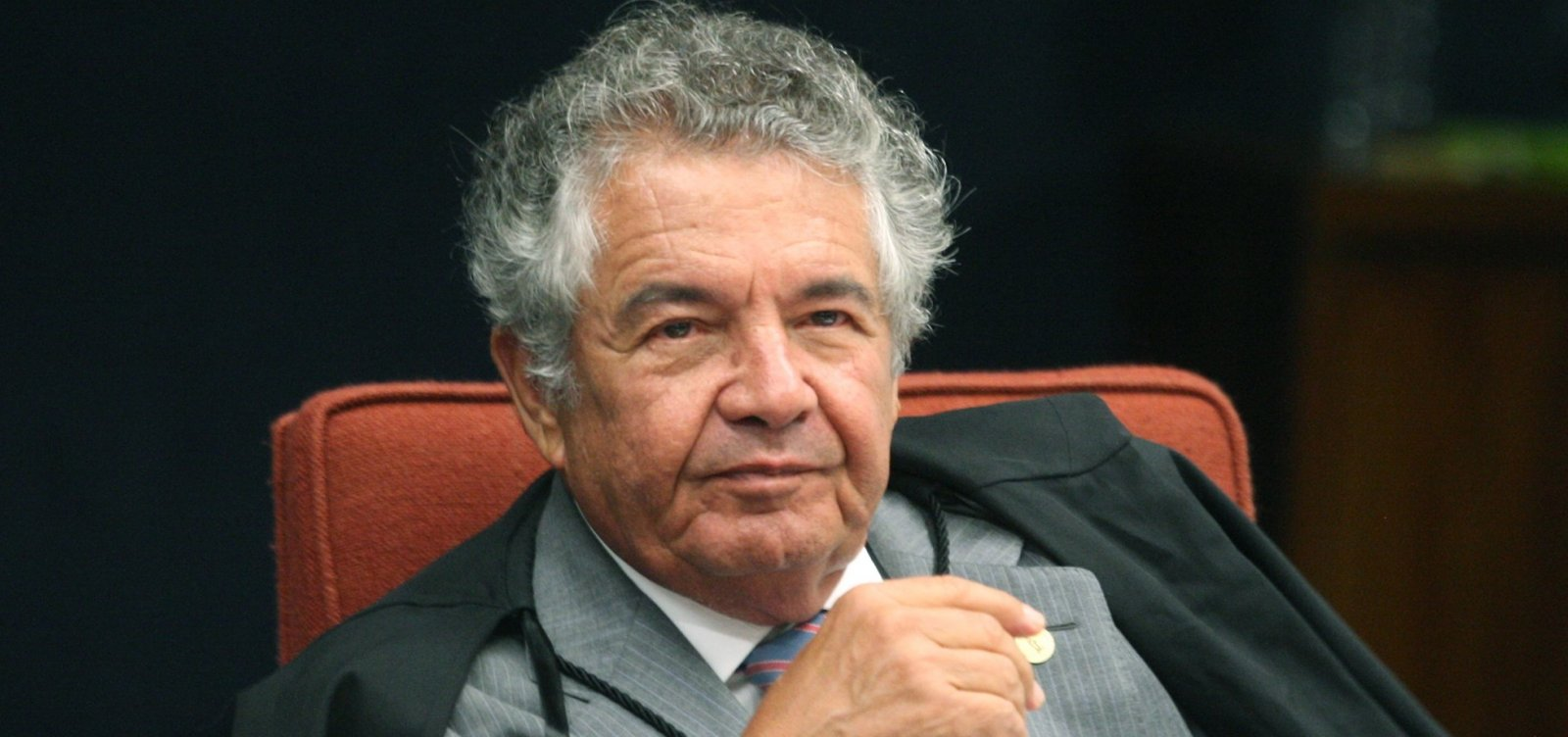 [Ministro do STF encaminha à PGR pedindo de afastamento de Bolsonaro]