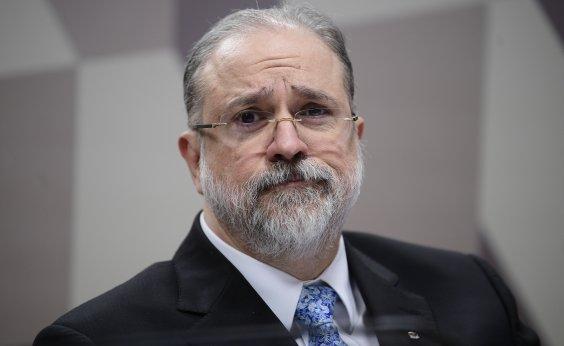 [Aras nega omissão da PGR e avalia ir à Justiça contra Bolsonaro]