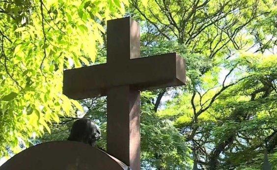 [Cemitérios de São Paulo têm ao menos 30 enterros por dia de mortos com suspeita de Covid-19]