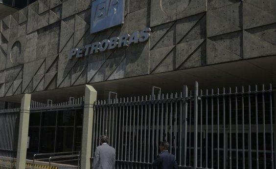 [Petrobras anuncia redução de até 30% do salário dos funcionários]